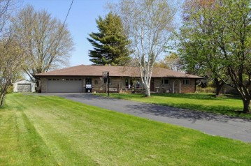 718 Emmer Ave, Fredonia, WI 53021-9432
