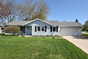 8532 W Bottsford Ave, Greenfield, WI 53228