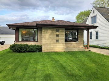2754 S 69th St, Milwaukee, WI 53219-2905