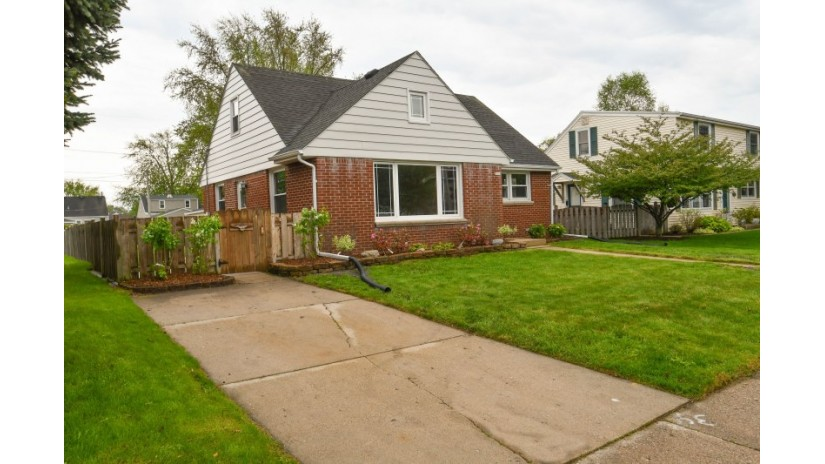 1411 Mackinac Ave South Milwaukee, WI 53172-3043 by Shorewest Realtors $180,000