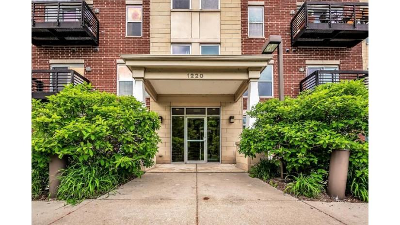 1220 E Locust St 106 Milwaukee, WI 53212-2679 by Realty Executives Integrity~NorthShore $206,900