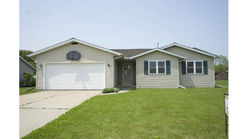 131 Gunther Dr Evansville, WI 53536 by Stark Company, Realtors $219,000