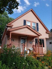 1008 S 74th St, West Allis, WI 53214-3005