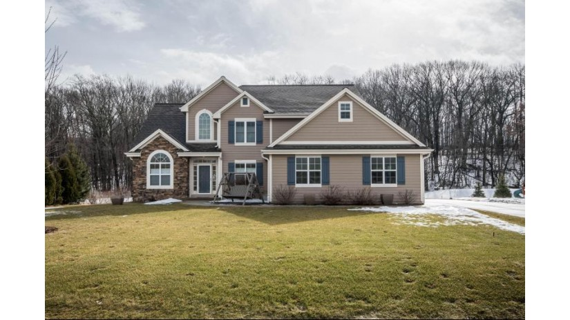 W221S4072 Crestview Dr Waukesha, WI 53189-8250 by Exit Realty XL $499,900