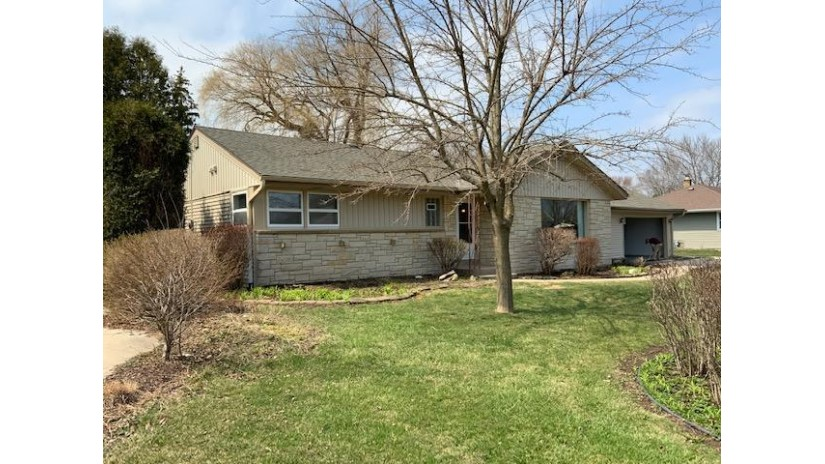 9019 N Mohawk Rd Bayside, WI 53217-1743 by Grapevine Realty - BKFLD $299,900