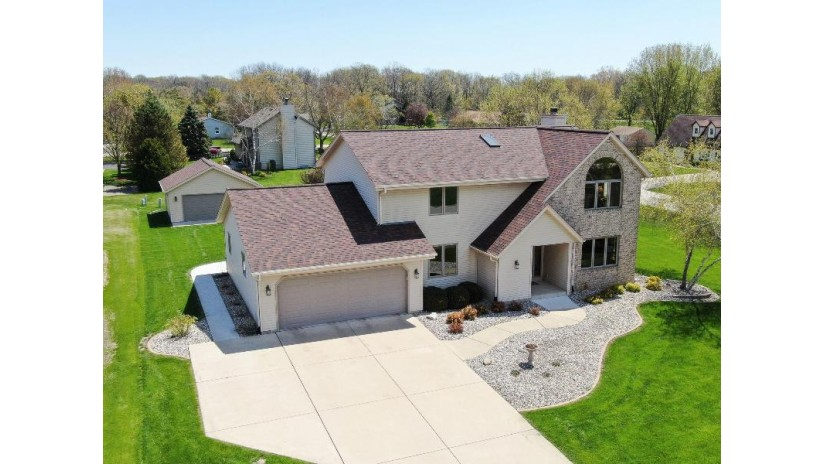 1253 Linden Ln Dover, WI 53139-9794 by Bear Realty Of Burlington $389,900