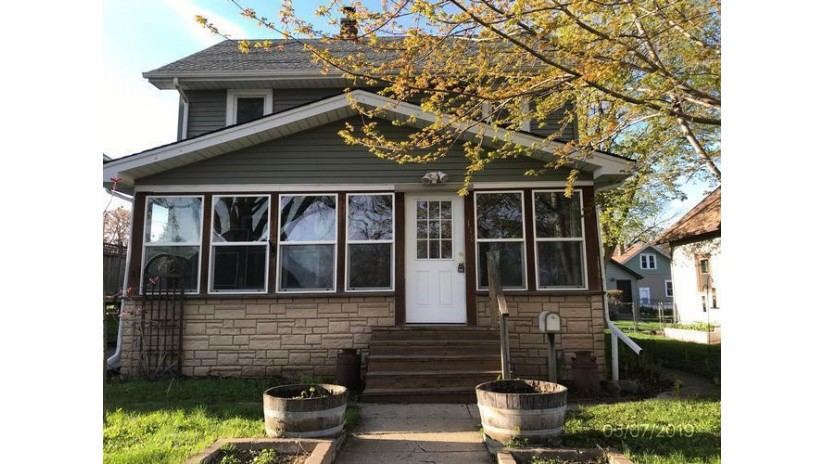 1118 Anoka Ave Waukesha, WI 53186-5203 by Coldwell Banker HomeSale Realty - New Berlin $144,000