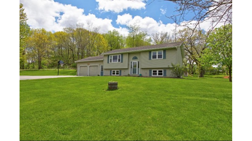 E7214 Oak Knoll Dr Viroqua, WI 54665 by New Directions Real Estate $239,900