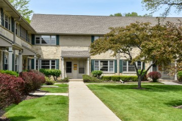 4859 N Santa Monica Blvd, Whitefish Bay, WI 53217-5909