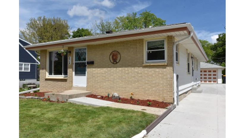 834 S 92nd St West Allis, WI 53214-2743 by Homestead Realty, Inc~Milw $164,900