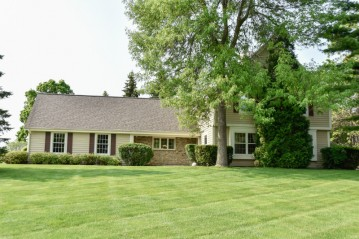 20525 Tennyson Dr, Brookfield, WI 53045-4051