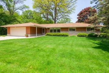 2222 W Brantwood Ave, Glendale, WI 53209