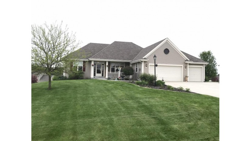 S39W22231 Timm Dr Waukesha, WI 53189-8243 by Design Realty, LLC $459,900