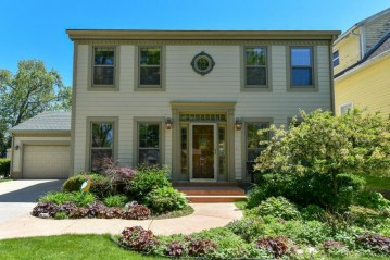 5026 N Santa Monica Blvd, Whitefish Bay, WI 53217-5534
