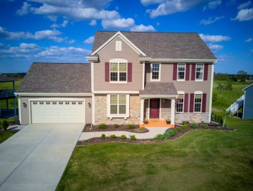 516 Emerald Hills Dr, Fredonia, WI 53021-9371