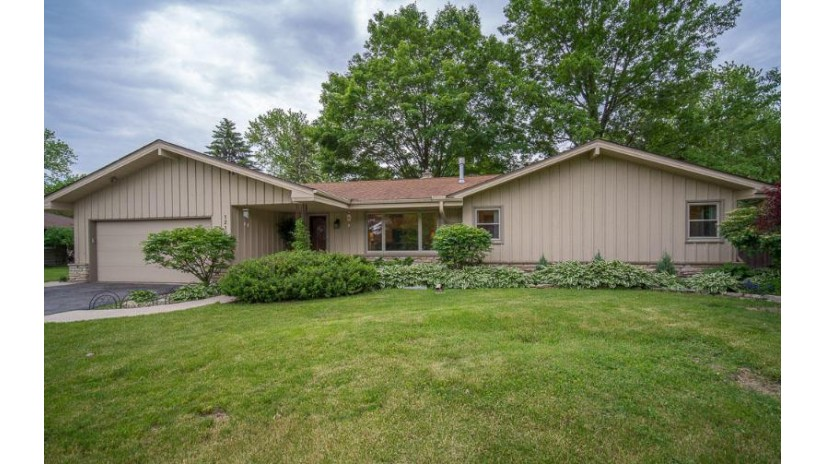 12101 W Bel Mar Dr Franklin, WI 53132-1029 by RE/MAX Realty 100 $269,500