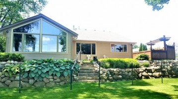 5711 Island View Ct, Waterford, WI 53185