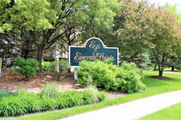 18620 Emerald Cir B, Brookfield, WI 53045-3661