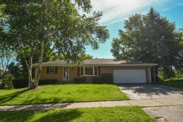 146 Summit St, Hartford, WI 53027-1742