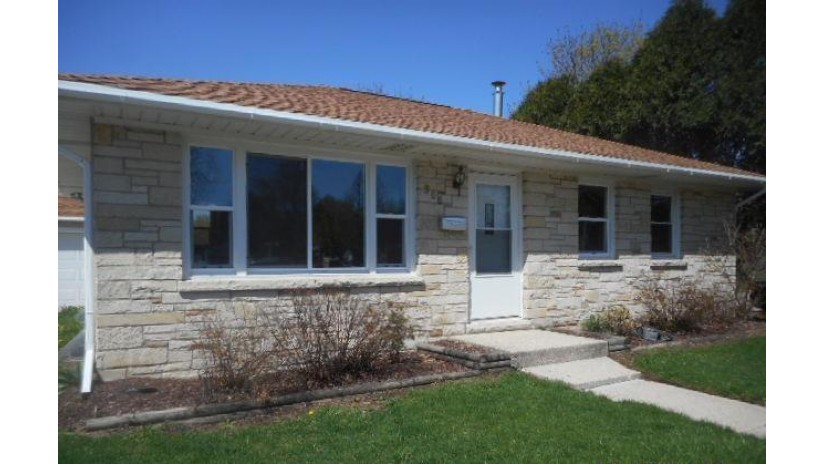 308 S Moreland Blvd Waukesha, WI 53188-4910 by Coldwell Banker HomeSale Realty - New Berlin $179,900