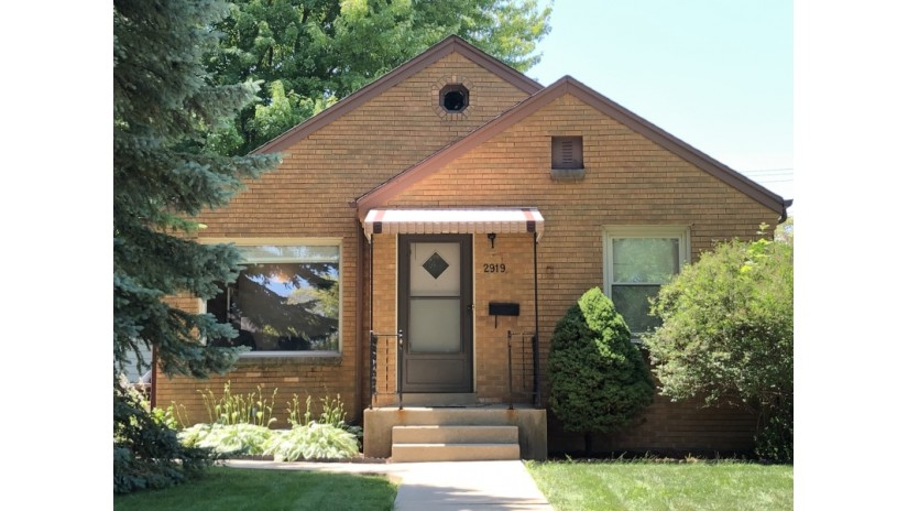 2919 S 47th St Milwaukee, WI 53219-3433 by Shorewest Realtors $150,000
