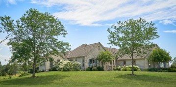 841 Skibbereen Way, Erin, WI 53027-8520