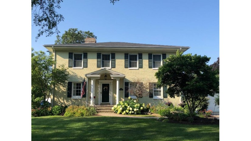 16 Lakeview Dr Lake Geneva, WI 53147 by Keefe Real Estate, Inc. $980,000
