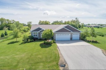 N2602 Chapel Hill Drive, Ellington, WI 54944-9165