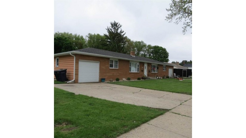 2147-2149 Mt Zion Ave Janesville, WI 53545 by Shorewest Realtors $165,000