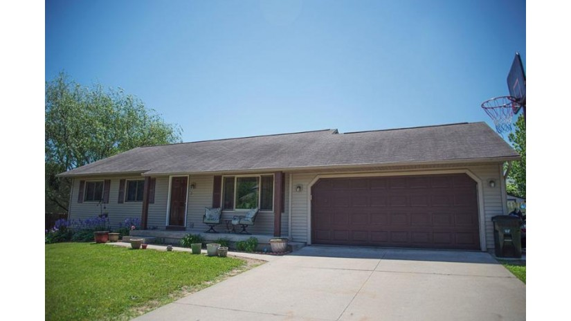 123 Barbara Ann Dr Reedsburg, WI 53959 by Inventure Realty Group, Inc $173,000