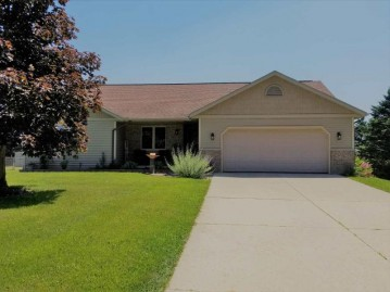 600 Oak Hill Cir, Wyocena, WI 53954