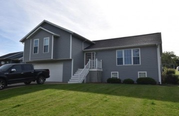 211 Kings Ct, Dodgeville, WI 53533