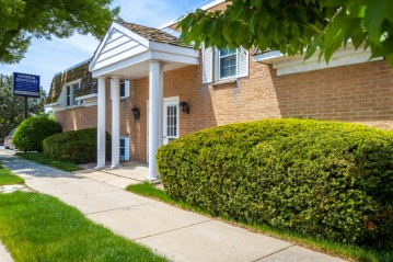 10708 W Hayes Ave, West Allis, WI 53227-2052