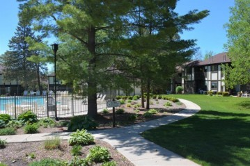 21 Wildwood Ct A, Williams Bay, WI 53191-9613