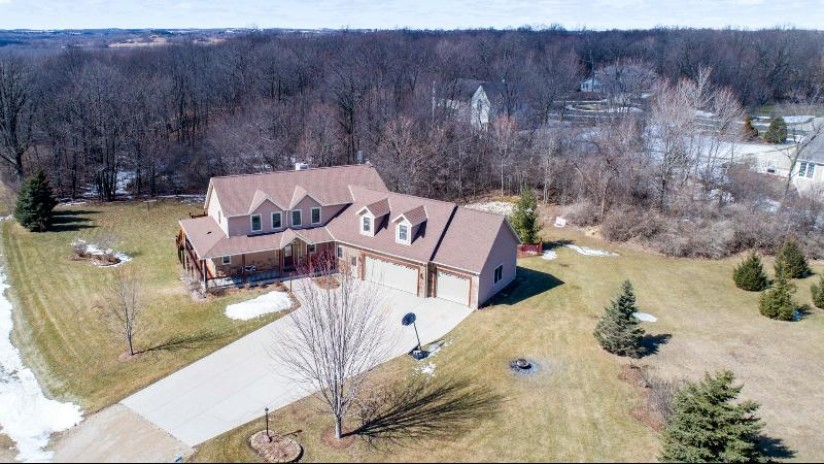 5633 Woodcrest Dr Addison, WI 53027 by Leitner Properties $549,900
