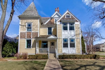 524 E Day Ave, Whitefish Bay, WI 53217