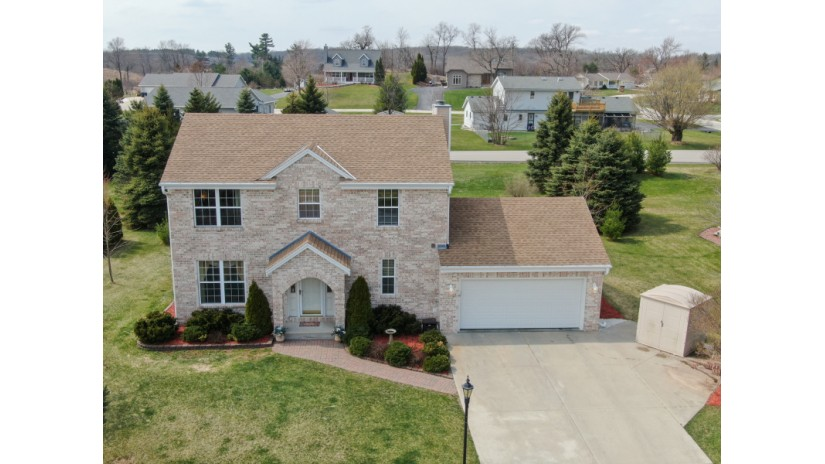 202 Woodfield Dr Eagle, WI 53119-2265 by Shorewest Realtors $274,900