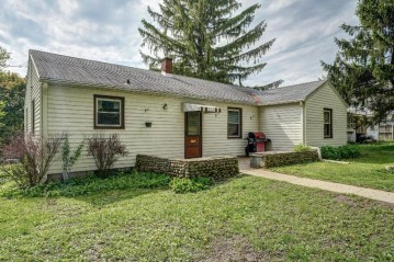 6708 Burma Rd, Waterford, WI 53185-2646