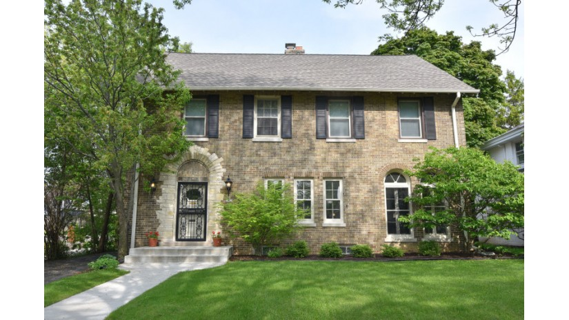 3432 N Hackett Ave Milwaukee, WI 53211-2945 by Shorewest Realtors $549,900