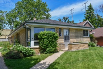 829 S 98th St, West Allis, WI 53214-2632
