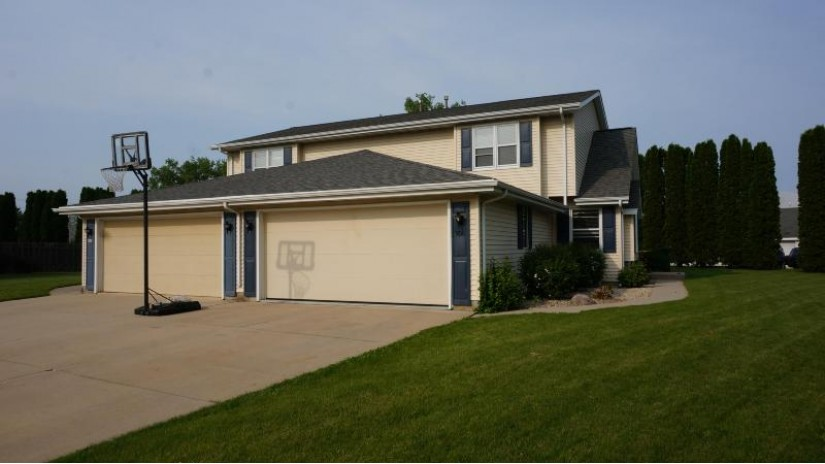 856 James Ct 854 Hartford, WI 53027 by Lake Country Flat Fee $344,000