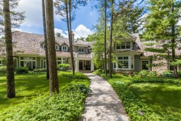 4425 N Sawyer Rd, Oconomowoc Lake, WI 53066-3329