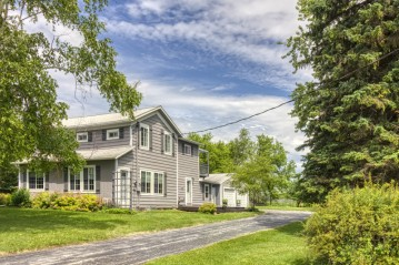W4702 Clearview Rd, Lyndon, WI 53093-1408