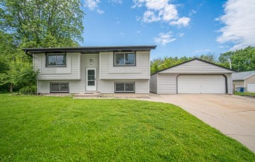 6005 N River Trail Dr, Milwaukee, WI 53225-1027