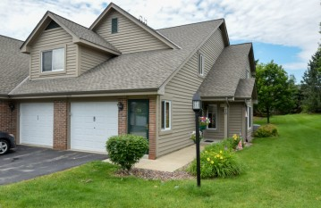 18500 Brookfield Lake Dr 74, Brookfield, WI 53045-6176