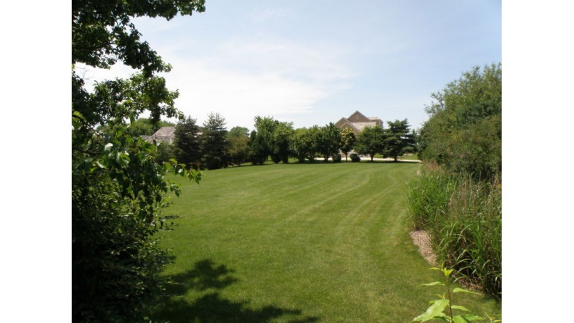21125 Barberry St Brookfield, WI 53045-3018 by Shorewest Realtors $187,500