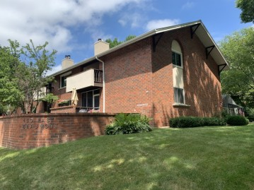 450 E Beaumont Ave 2001, Whitefish Bay, WI 53217-4868