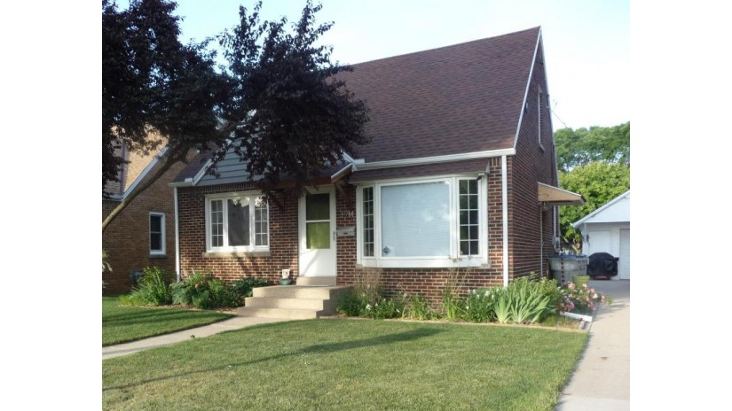 3914 N 88th St Milwaukee, WI 53222-2708 by Yobi Homes Realty $199,900