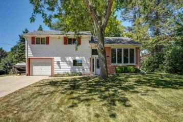 206 Franklin St, Waterford, WI 53185-4120