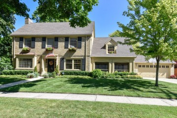 406 E Montclaire Ave, Whitefish Bay, WI 53217-4657